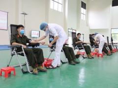 Trên 300 cán bộ, chiến sĩ công an Quảng Ninh hiến máu tình nguyện