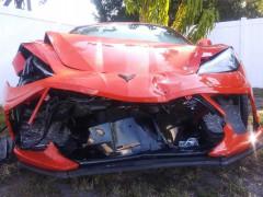 Mới mua Chevrolet Corvette C8 2020 được một ngày thì chủ xe gặp nạn