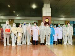 Trao tặng vật phẩm trị giá hơn 200 triệu đồng cho Bệnh viện Bệnh Nhiệt đới Trung ương cơ sở II và Trường sĩ quan Pháo binh