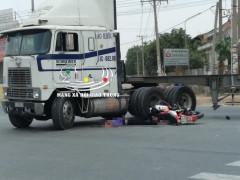 Bình Dương: Xe máy va chạm với xe container đang ôm cua, một người tử vong