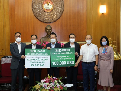 K-Market ủng hộ 100.000 USD cùng nhiều nhu yếu phẩm thiết yếu cho công tác phòng, chống dịch COVID-19 tại Việt Nam