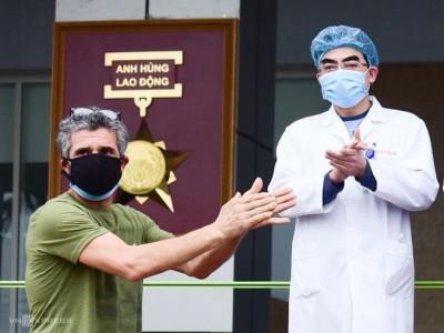 Bệnh nhân người Pháp cảm kích 'tấm lòng Việt Nam'