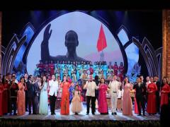 """Thủ tướng dự chương trình nghệ thuật """"Dâng Người tiếng hát mùa Xuân"""""""