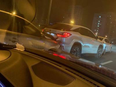 Ô tô dồn toa trên vành đai 3 Hà Nội, xe Lexus được cư dân mạng khen cứng cáp
