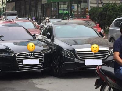 Hà Nội: Ly kỳ câu chuyện va chạm giao thông giữa Mercedes-Benz và Audi do cư dân mạng
