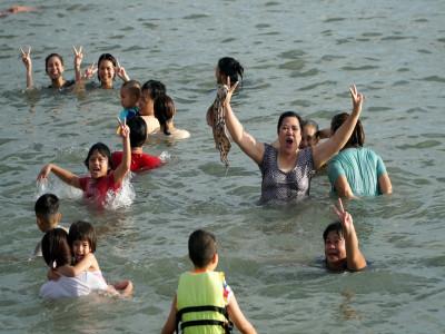 Bà Rịa - Vũng Tàu mở cửa bãi tắm trở lại