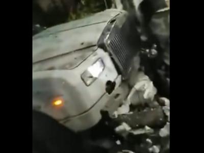 Video: Rolls-Royce Phantom đâm sầm vào bức tường của toà nhà khiến nhiều người hoảng sợ