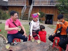 Người truyền cảm hứng cho bản Mông làm du lịch cộng đồng