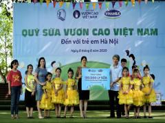Qũy sữa Vươn cao Việt Nam và Vinamilk trao tặng 120.000 ly sữa cho trẻ em Hà Nội