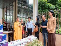 Tạp chí Tinh hoa Đất Việt trao quà tại chùa Bồ Đề nhân mùa An Cư Kiết Hạ
