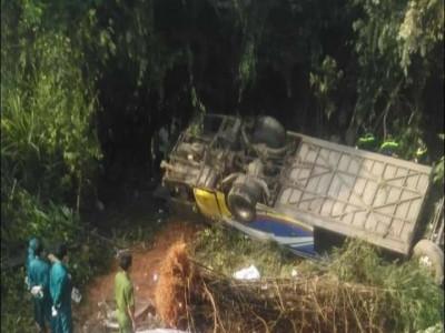 Kon Tum: Ô tô khách rơi xuống vực khiến 7 người tử vong, 33 người bị thương