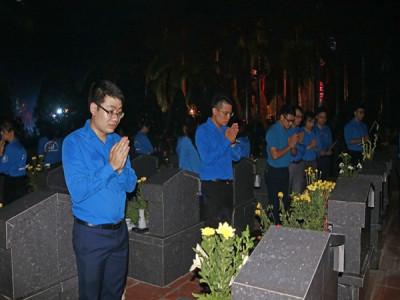 3.000 đoàn viên, thanh niên Thủ đô thắp nến tri ân các anh hùng liệt sĩ