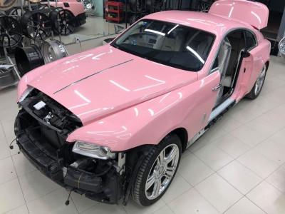 Sắp có chiếc Rolls-Royce Wraith đầu tiên Việt Nam mang bộ áo hồng khiến chị em