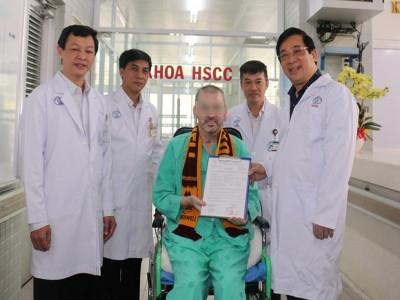 New York Times: 'Phi công Anh là biểu tượng chống Covid-19 ở Việt Nam'