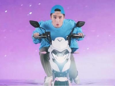 Sơn Tùng M-TP quảng cáo xe máy điện VinFast trong MV mới ra mắt