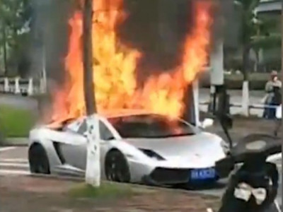 Lamborghini Gallardo độ cửa cắt kéo bị