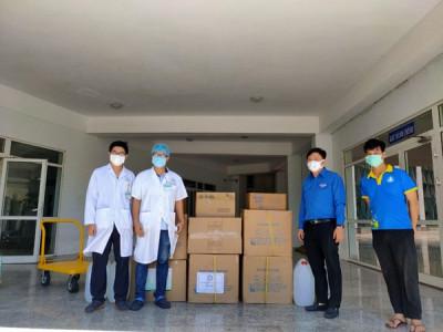 Trao tặng 4.700 bộ đồ bảo hộ y tế cho các bệnh viện, trung tâm y tế ở Đà Nẵng