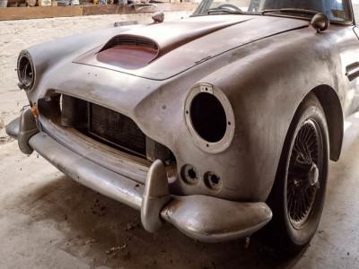 Chiếc Aston Martin DB4 còn không có đèn pha và lưới tản nhiệt này vẫn có giá hơn 16 tỷ đồng