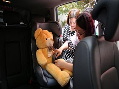 Đề xuất: Cấm trẻ em dưới 12 tuổi ngồi ghế trước, trẻ dưới 4 tuổi phải ngồi ghế trẻ em trên ô tô
