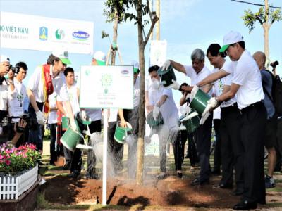 Vinamilk trồng hàng trăm ngàn cây xanh trên khắp Việt Nam để bảo vệ môi trường