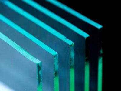 Sự khác biệt giữa Acrylic và Polycarbonate