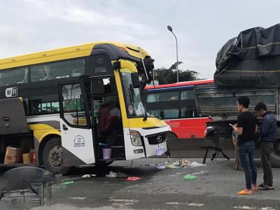 Bình Dương: Xe khách tông vào đuôi xe tải trên QL1A, một người tử vong