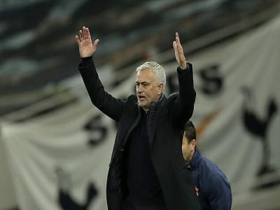 Mourinho chê học trò yếu tâm lý