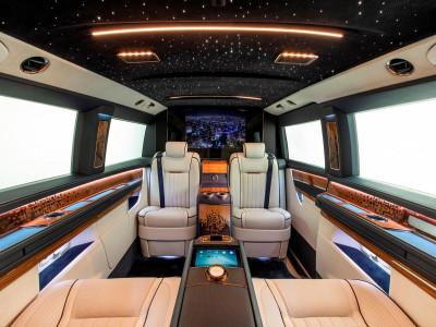 Chiếc xe van Mercedes-Benz V-Class này có nội thất sang trọng như thể