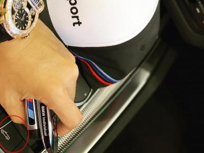 Đăng ảnh đồng hồ hơn 9,6 tỷ đồng cùng nội thất xe BMW, Minh