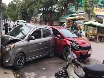 Video: Tài xế ô tô Kia Cerato tông tử vong người đi xe máy trong vụ tai nạn liên hoàn tại Thanh Hóa