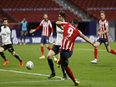 Suarez vượt Messi ở cuộc đua phá lưới La Liga