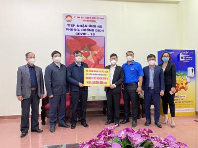 Hội Doanh nhân trẻ Việt Nam tặng Hải Dương 2.000 bộ kit xét nghiệm nhanh COVID-19