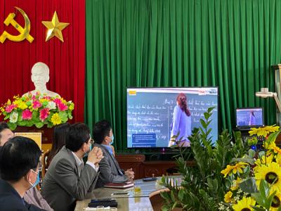 Trải nghiệm phòng học thông minh hỗ trợ chuyển đổi số việc dạy học đầu tiên tại Nam Định