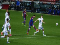 Messi lập cú đúp bằng sút xa