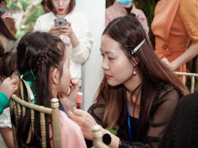 Đội ngũ make up chuyên nghiệp của trung tâm MC và mẫu PRO