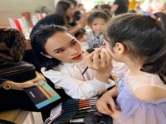 """Makeup Artis Hoài An và màn """"phù phép"""" tại show thời trang Hi Spring 2021"""