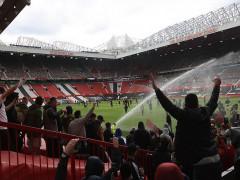 Man Utd có thể bị trừ điểm vì CĐV làm loạn