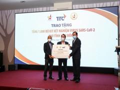 Hội Doanh nhân trẻ Việt Nam và Tập đoàn Thành Thành Công (TTC) trao tặng 1.000 bộ kit xét nghiệm nhanh COVID-19 cho tỉnh Lâm Đồng