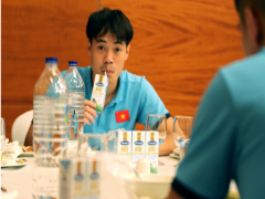 Đội tuyển bóng đá quốc gia bổ sung sữa Vinamilk khi thi đấu tại Dubai