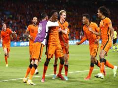 Hà Lan thắng sau màn rượt đuổi kịch tính