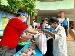 Hỗ trợ lương thực cho người nghèo trong mùa dịch COVID-19