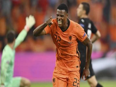 Hà Lan vào vòng 1/8 với ngôi nhất bảng