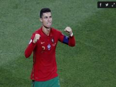 Thế giới bóng đá ngả mũ trước Ronaldo
