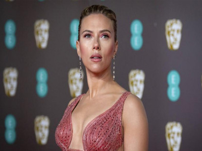 Scarlett Johansson kiện Disney