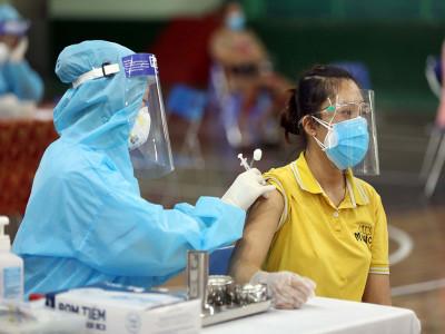 Tiêm vaccine COVID-19 cho tất cả trường hợp từ 18 tuổi trở lên