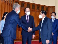 Thủ tướng đề nghị phía Nga ưu tiên để Việt Nam nhận được vaccine sớm nhất