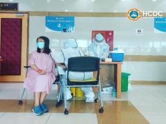 Phụ nữ mang thai từ 13 tuần trở lên và đang cho con bú có thể tiêm vắc xin phòng COVID-19