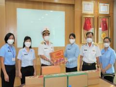 Tổng công ty Tân cảng Sài Gòn tặng quà cán bộ, hội viên phụ nữ nơi tuyến đầu sản xuất, phòng chống dịch
