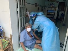 TP.HCM đang đẩy mạnh công tác tiêm chủng vắc-xin phòng COVID-19 cho người dân để nhanh chóng bao phủ miễn dịch trong cộng đồng