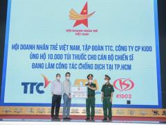 Trao tặng 10000 túi thuốc cho cán bộ, chiến sĩ đang làm công tác chống dịch tại Bộ Tư lệnh TP. Hồ Chí Minh